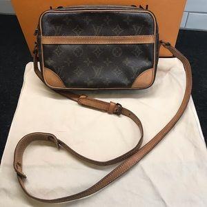Auth. Louis Vuitton Trocadero 23